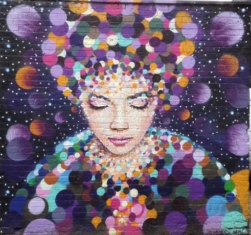 streetart brummie lichtballen hoofd vrouw